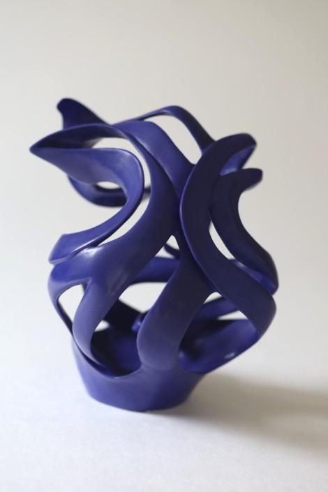 envol sculpture contemporaine bleu indigo réalisée pendant le confinement ceramique Julie Espiau