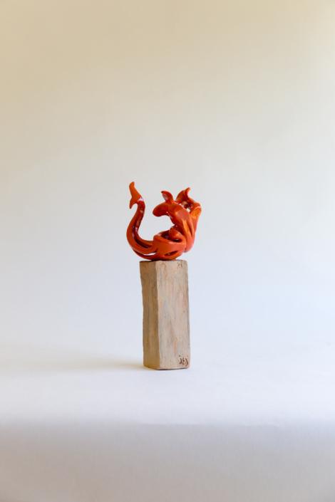 """Julie Espiau Sculptures céramiques - Elégantes Marines """"Cambrée"""" émail orange plot patiné effet bois flotté - Nice France"""
