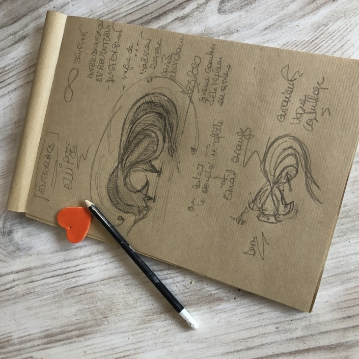 Croquis de la sculpture Ellipse réalisée par Julie Espiau au crayon graphite sur papier krat