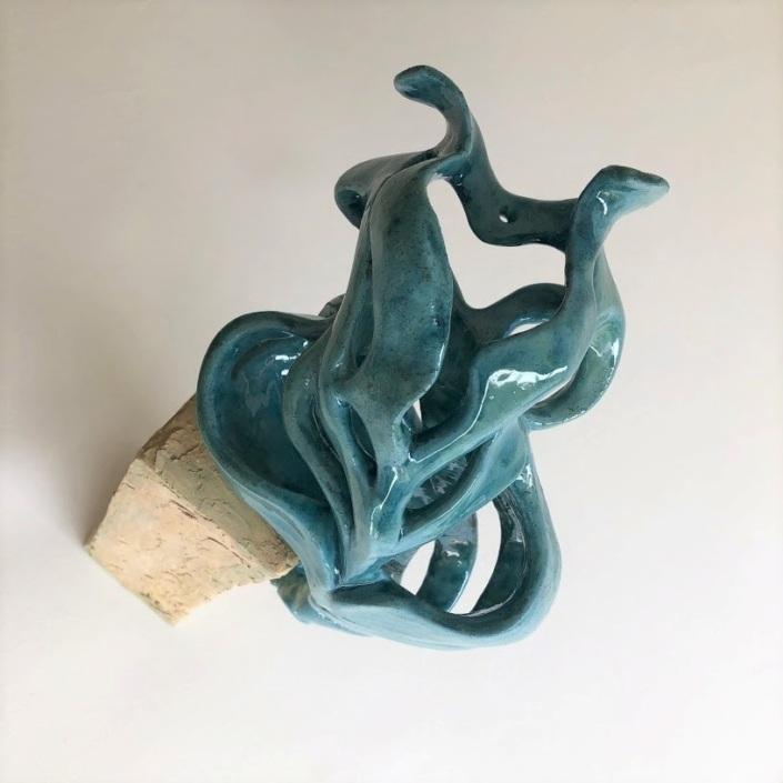 """Julie Espiau Sculptures céramiques - Elégantes Marines """"Dualité"""" émail turquoise à effets sur plot patiné effet bois flotté oeuvre unique sables d'olonne France"""
