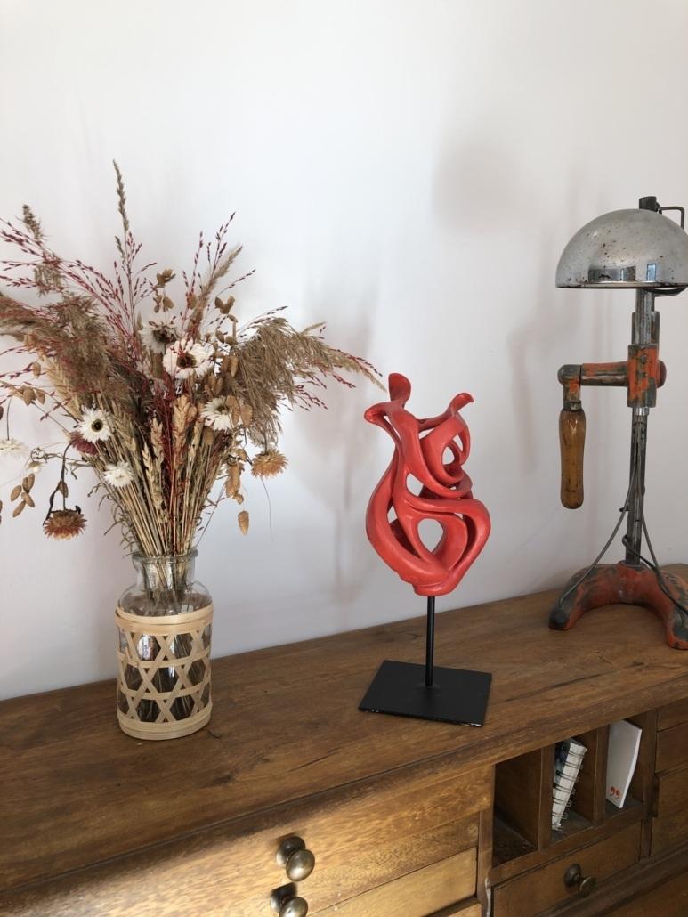Volute océane Ardente Julie Espiau Sculture céramique contemporaine émail rouge mat