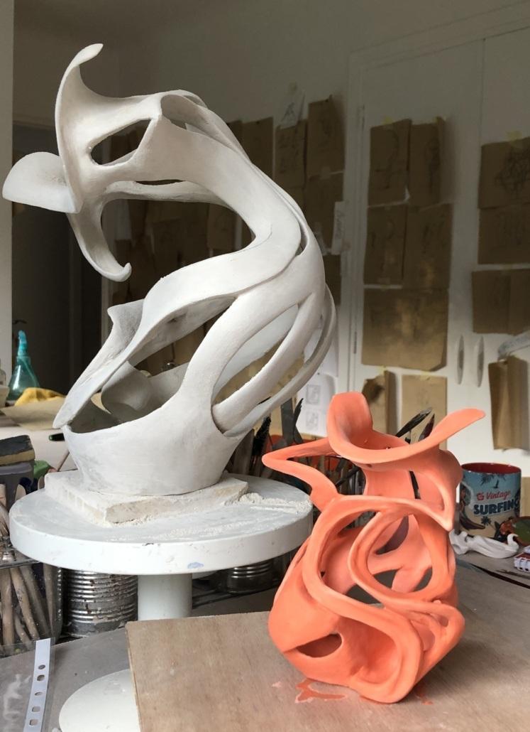 Je sculpte des corps féminins voluptueux tout en en montrant l'a beauté et l'élégance Julie Espiau Sculpteur céramiste à Ondres dans les Landes