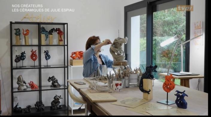 reportage à l'atelier Julie Espiau artisan d'art sculpteur céramiste travail de la matière le geste